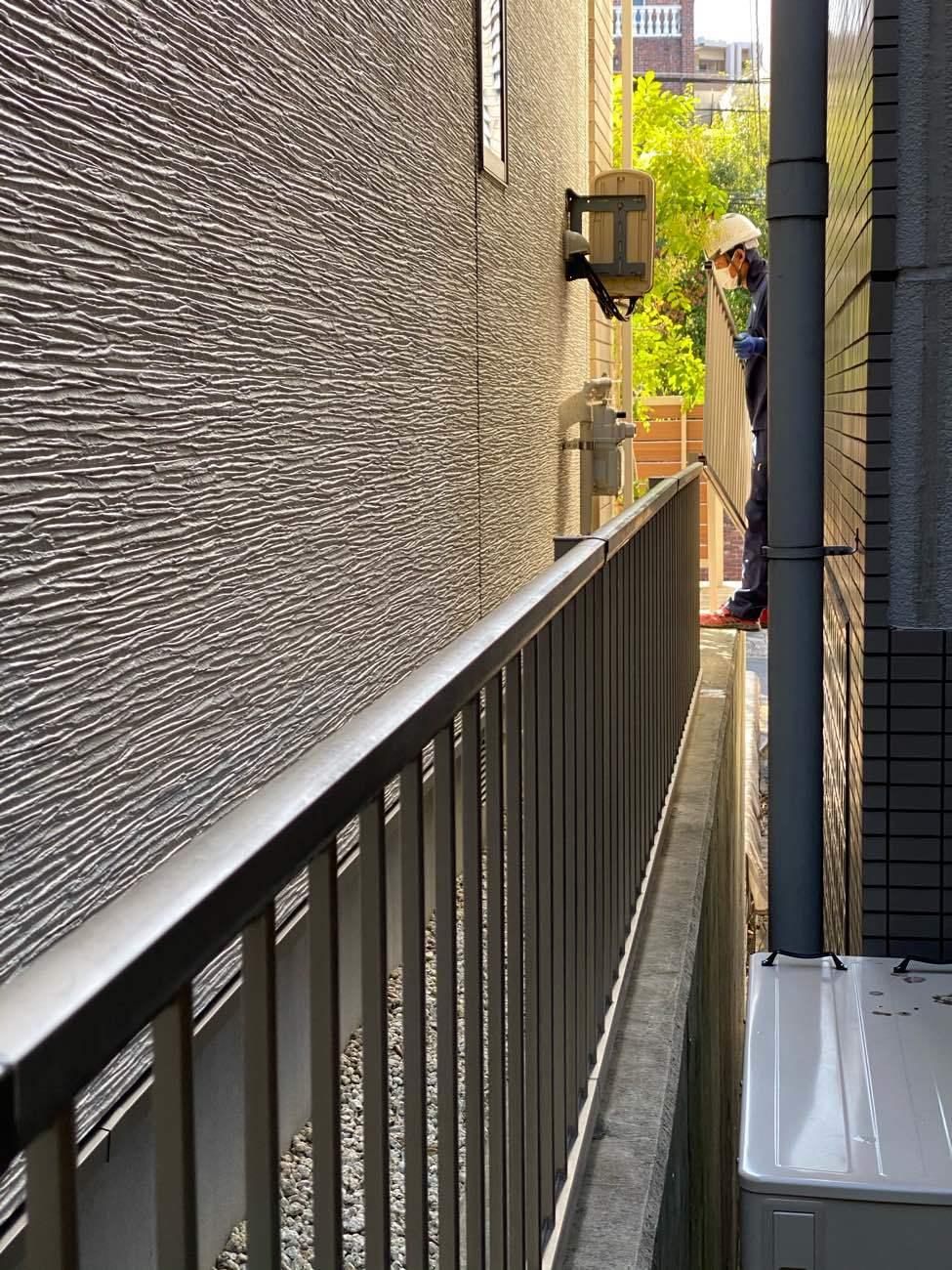 隣地のフェンス