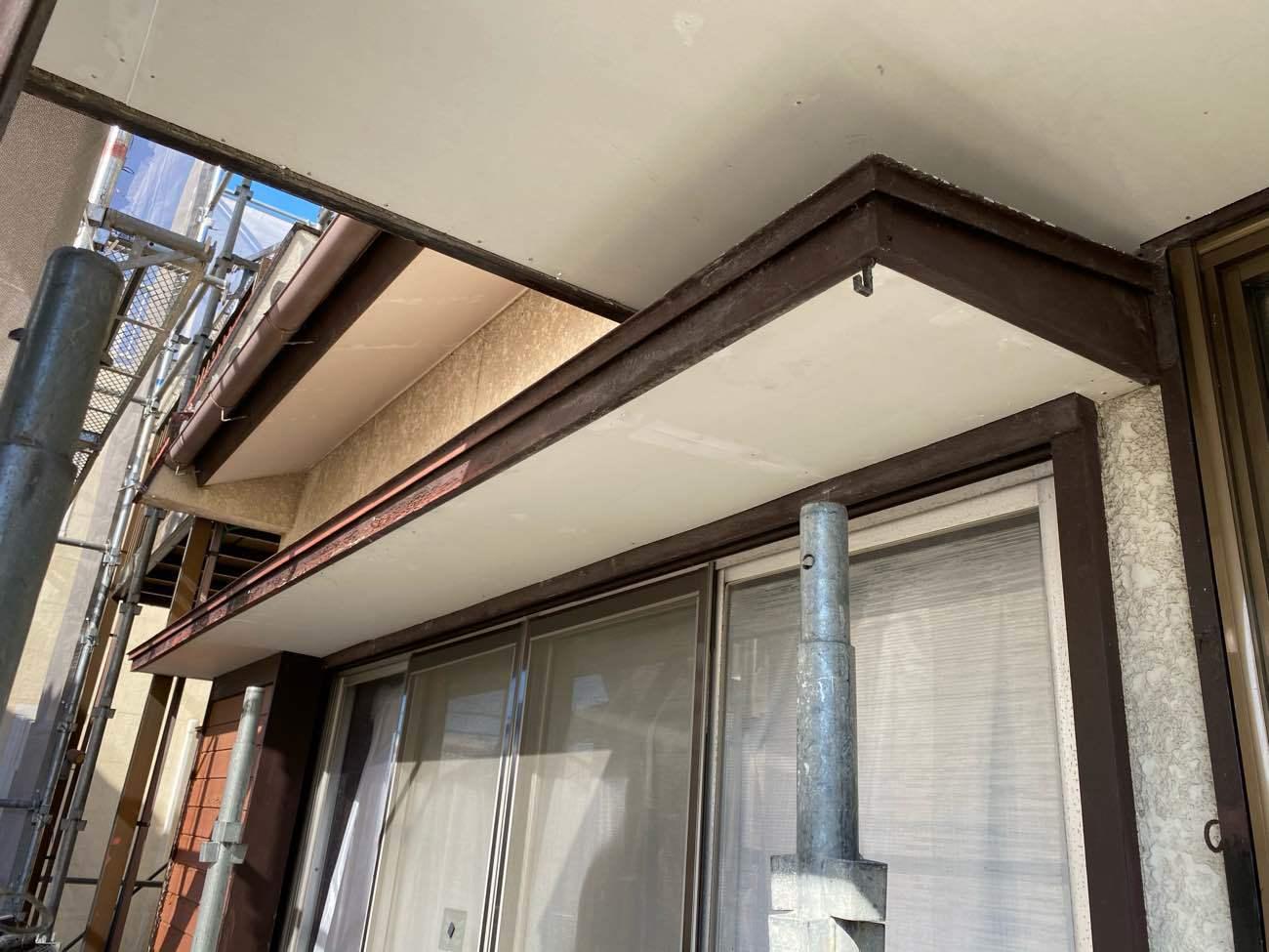 岡崎市岩津町にて火災保険対応による軒天補修工事です