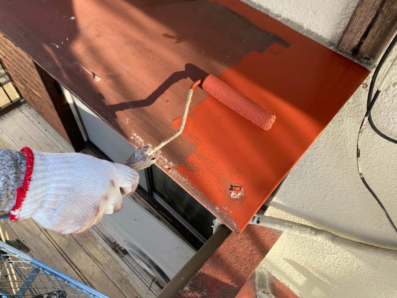 岡崎市岩津町にて行いました火災保険対応による軒天・庇塗装工事です
