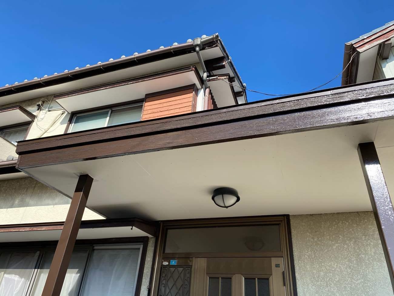 岡崎市岩津町にて行いました火災保険対応による軒天修理が完了です