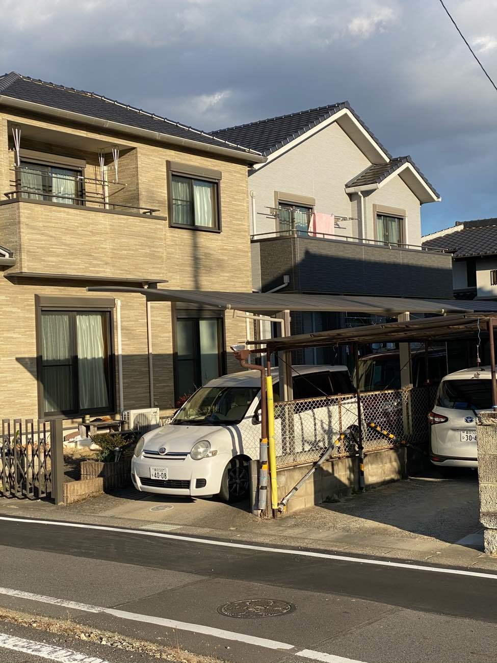 豊田市中田町にて築13年のお宅のシーリング施工と雪止め金具設置の現地調査です